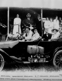 Old Dodge car with members of the Worth, Bennett, Millington and Avery families