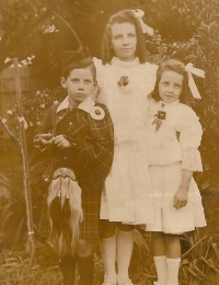 Manion - James, Margaret and Janet at Leichhardt 1907