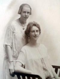 Hewson - Jessie Evalina and daughter Annie