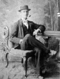 Cairnes - Henry Moore